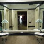 Bagno in marmo piano terra Hotel Innocenti
